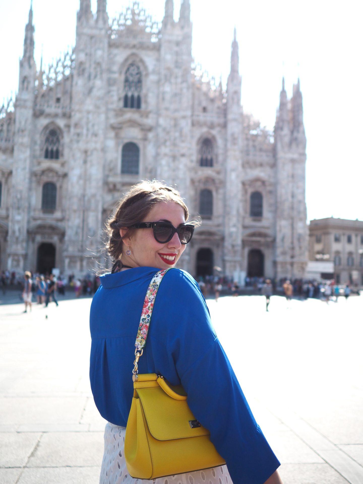 outfit-milano-streetstyle-royalblau-sonnengelb-und-weisser-lasercut-rock