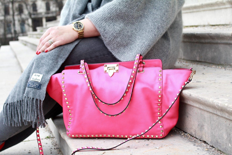 outfit-grau-und-pink-ein-winteroutfit