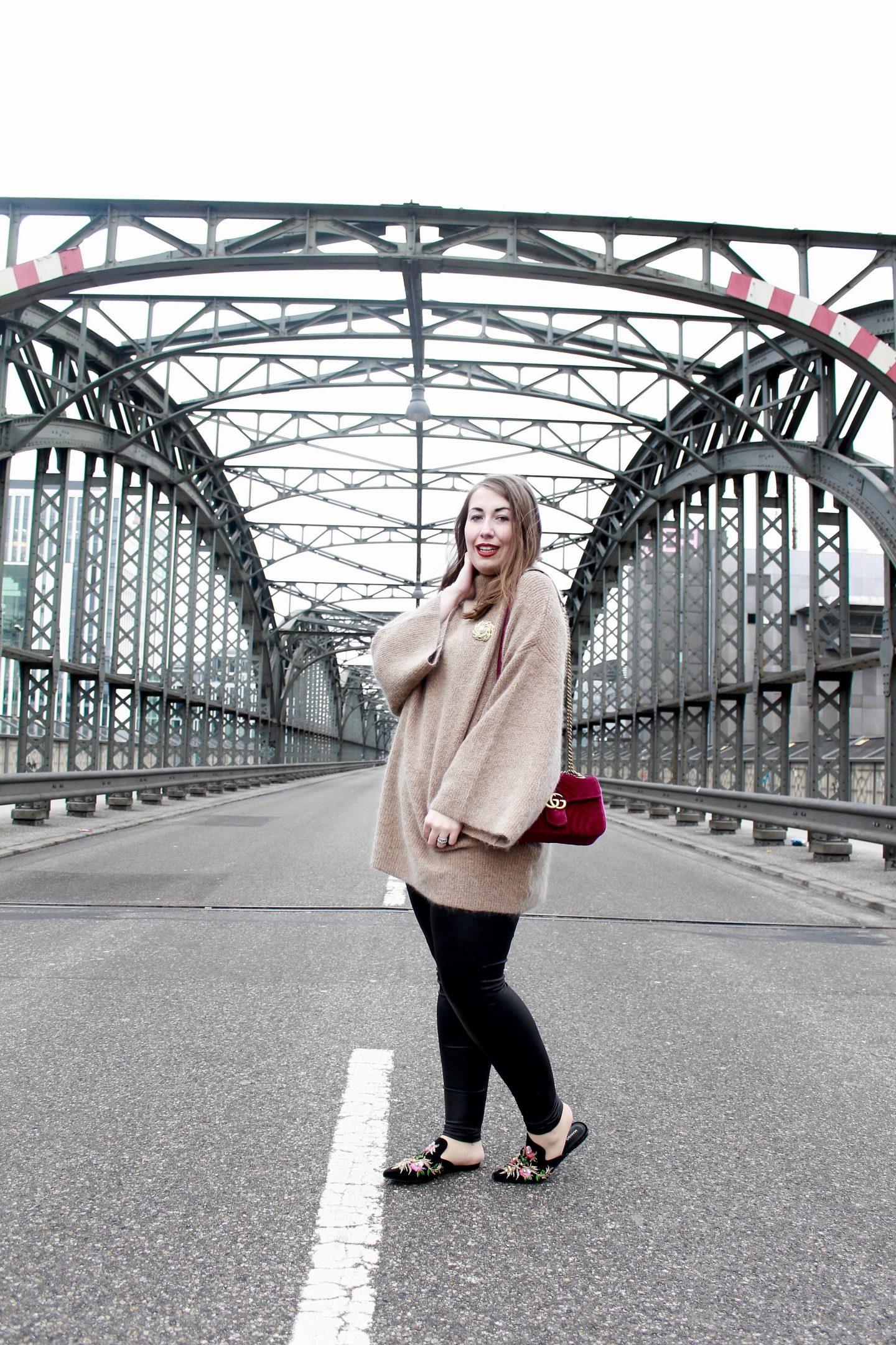 miss-suzie-loves-gucci-marmont-velvet-tasche-brosche-hm-mohair-pullover-hackerbrücke