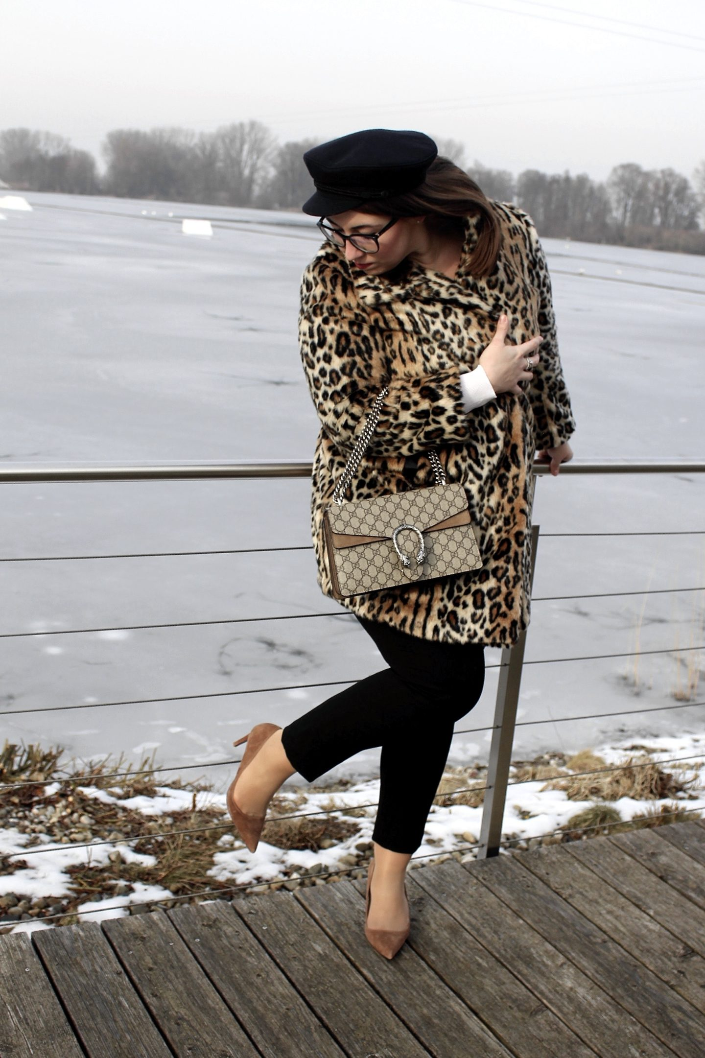 outfit-kombinieren-leo-mantel-fake-fur-mantel-animal-print-elbsegler-mütze-gucci-dionysus-céline-brille-slacks-business-outfit-munichblogger-fashionblogger-blogger-münchen-curvyblogger-misssuzieloves-heidebach-hm-leomantel