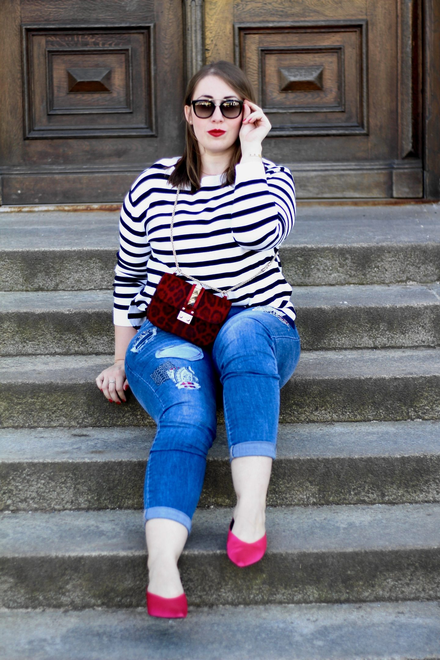 casual-outfit-patches-jeans-streifen-pullover-pink-pumps-valentino-glam-lock-ponyfell-rot-miss-suzie-loves-susanne-heidebach-fashionblogger-munichblogger-outfitdetails-mules-zara