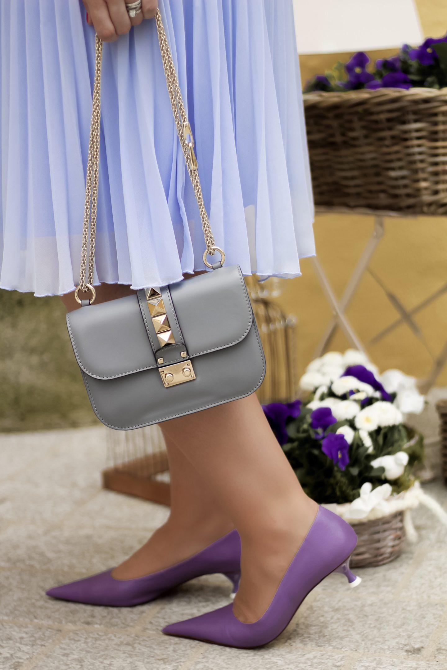 Miss-Suzie-Loves-Sommer-Sorbet-Outfit-Pastell-Plisseerock-kombinieren-Flieder-Susanne-Heidebach-Valentino-Rockstud-Kitzbuehel-Fashionblogger-Curvyblogger