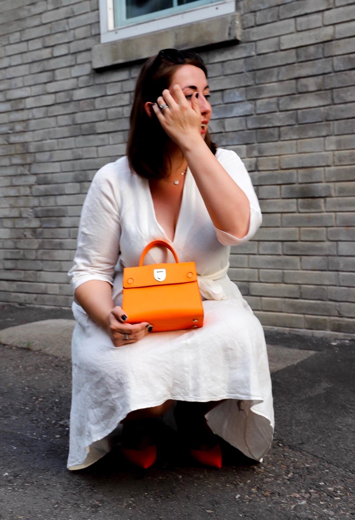 Weißes-Leinenkleid-Leinen-kombinieren-Dior-Ever-Diorever-Orange-Susanne-Heidebach-Miss-Suzie-Loves-Curvyblogger