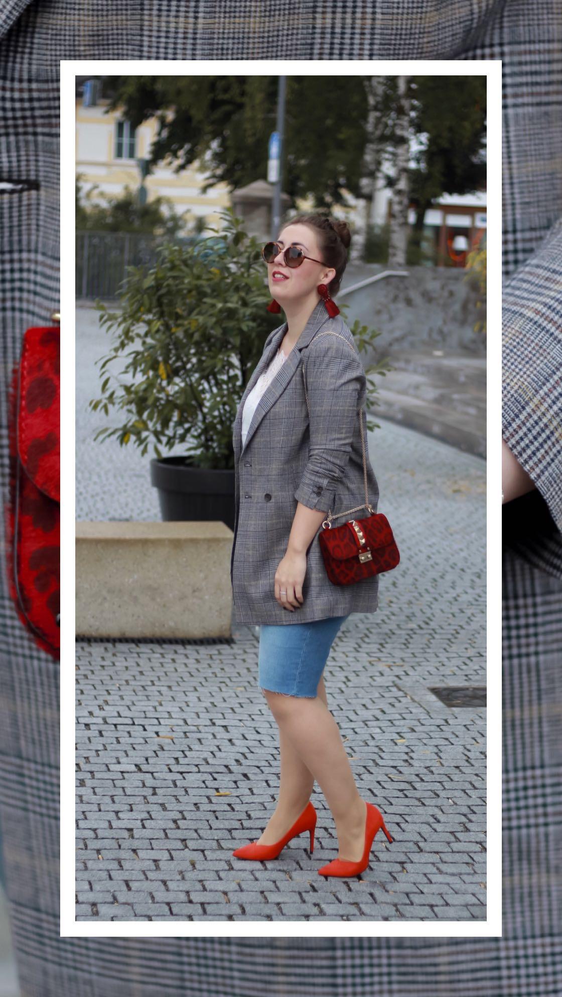 Karierter-Blazer-Valentino-Rockstud-Ponyfell-Jeans-Bermudas-Pumps-MIss-Suzie-Loves-Susanne-Heidebach-Fashionblogger