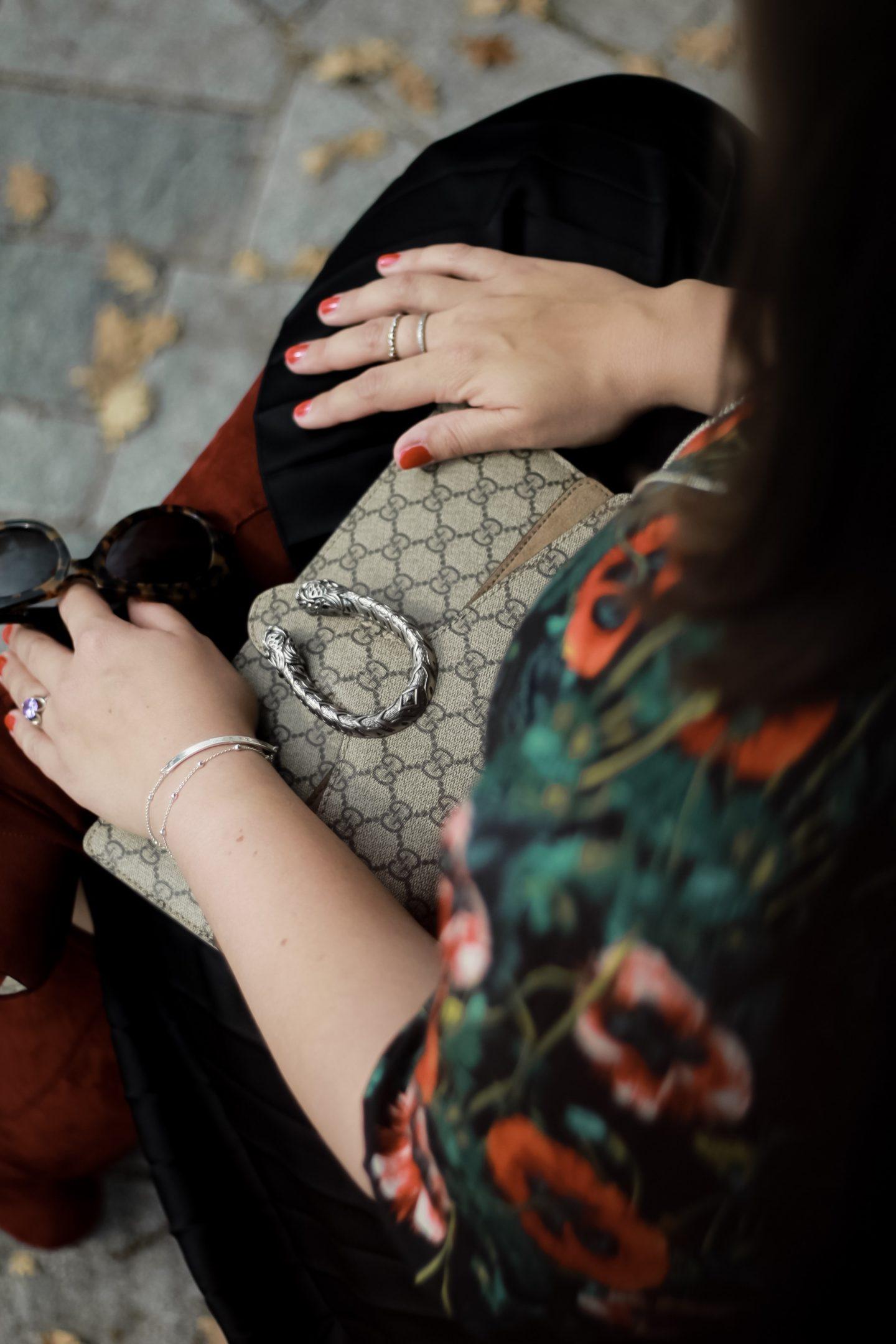 Herbstblumen-Ueber-die-kleinen-Dinge-im-Leben-Miss-Suzie-Loves-Susanne-Heidebach-Herbstoutfit-Herbstlook-Details-Gucci-Dionysus