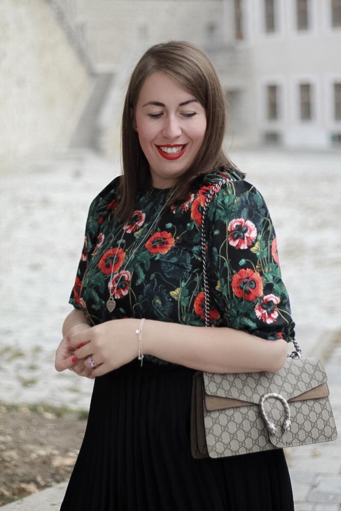 Herbstblumen-Ueber-die-kleinen-Dinge-im-Leben-Miss-Suzie-Loves-Susanne-Heidebach-Herbstoutfit-Herbstlook-Gucci-Dionysus-Mohnblumen-Curvyblogger