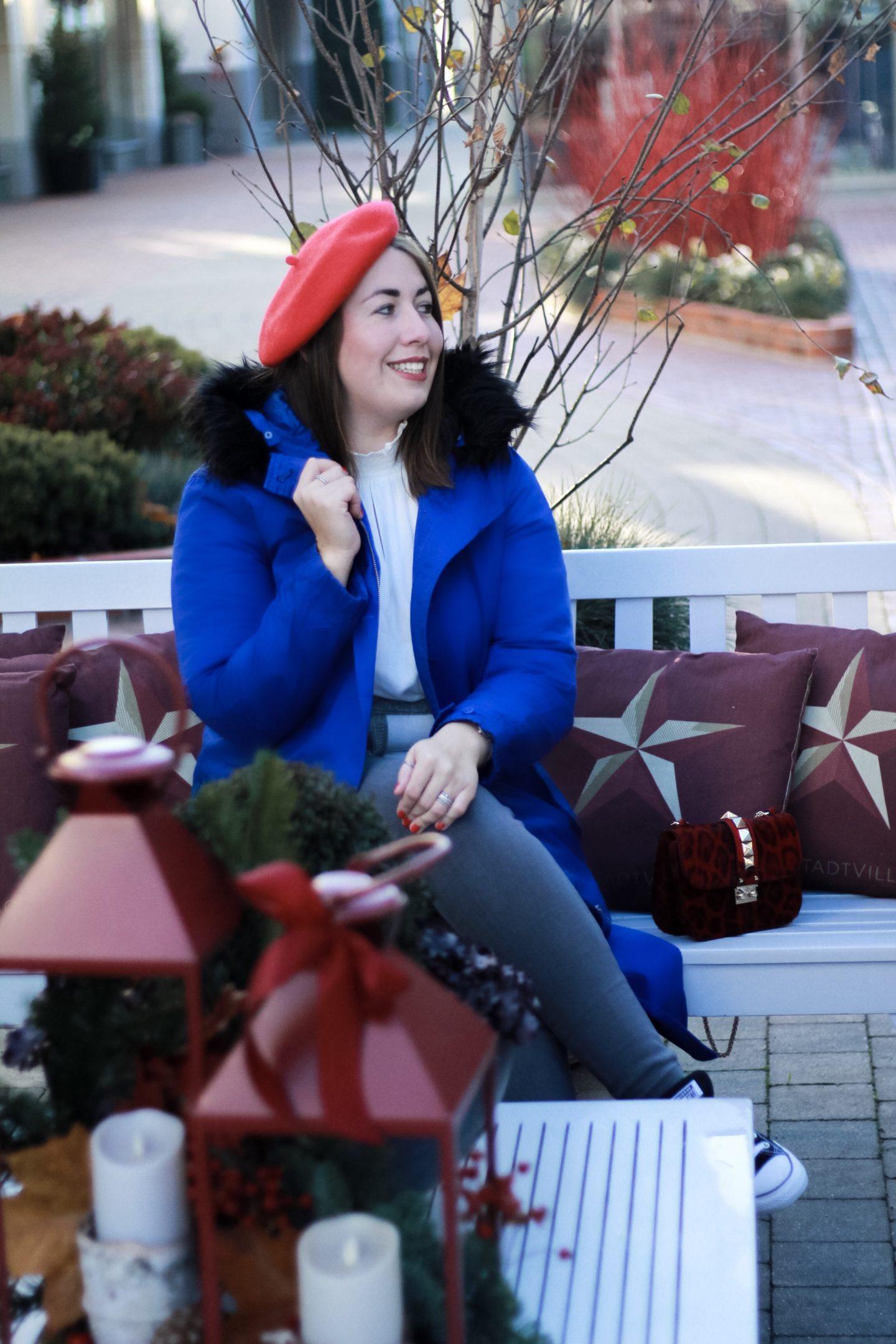 Susanne-Heidebach-Miss-Suzie-Loves-Weihnachtsmarkt-Besuch-Outdoor-Parka-Curvyfashion-Sheego-Baskenmuetze