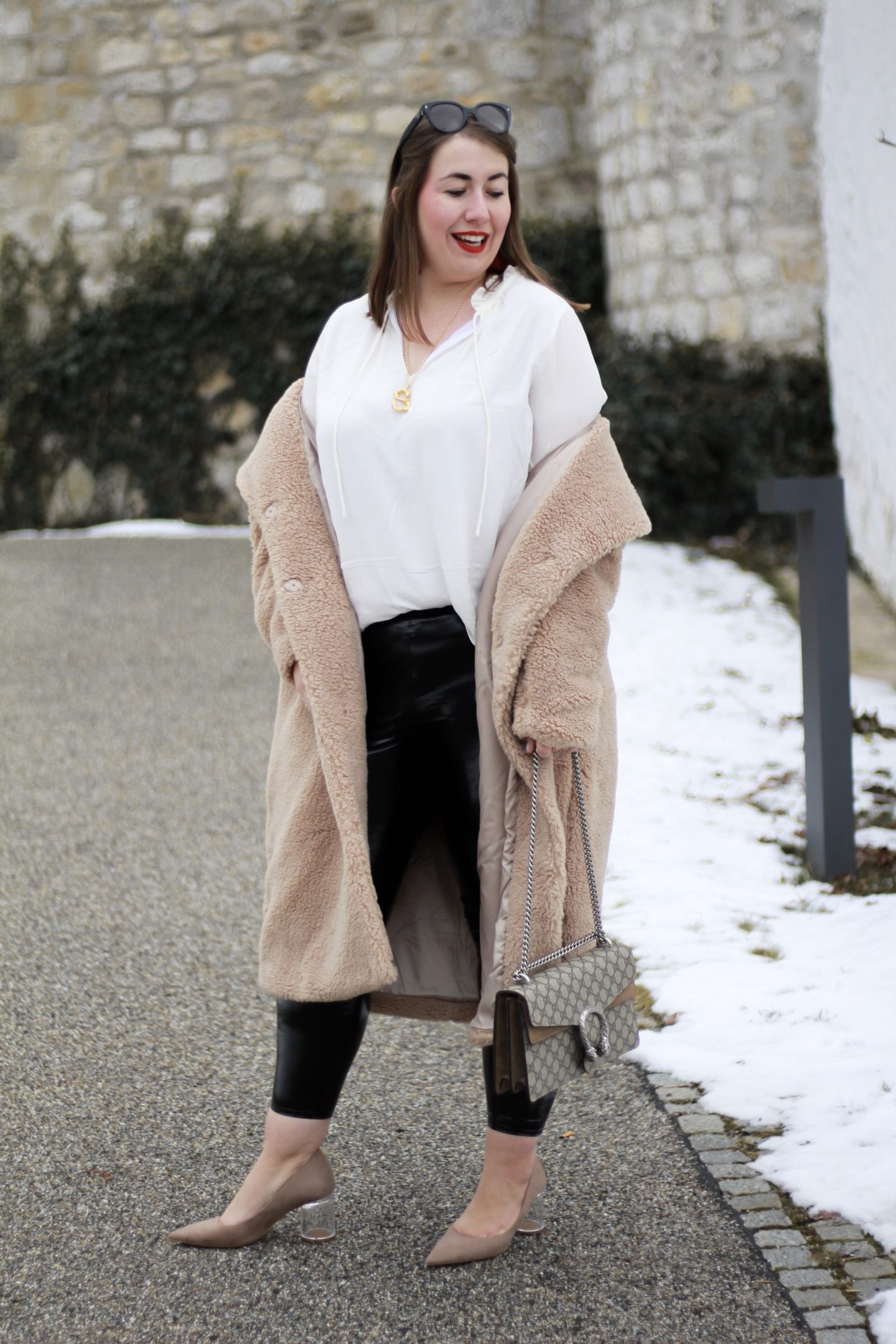 Streetstyle-Trend-Slumping-Teddycoat-Miss-Suzie-Loves-Gucci-Dionysus-Susanne-Heidebach