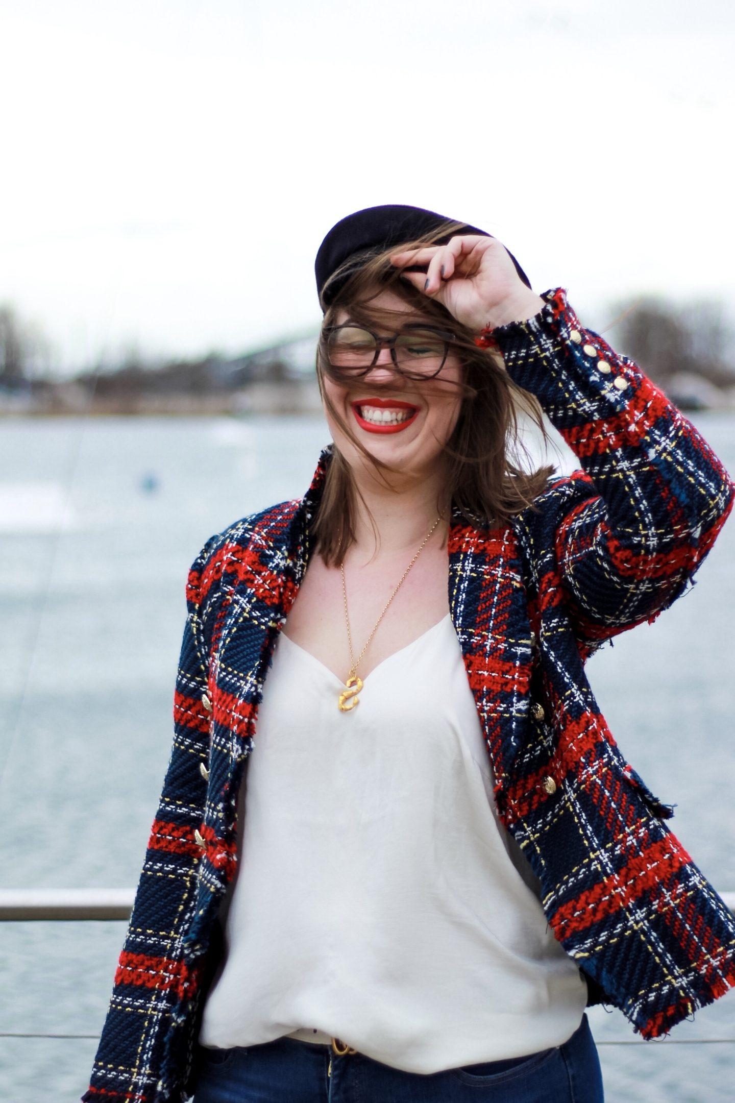 Susanne-Heidebach-Miss-Suzie-Loves-Kolumne-Uber-das-Alter-werden-karierter-Zara-Blazer-Tweed-Wind