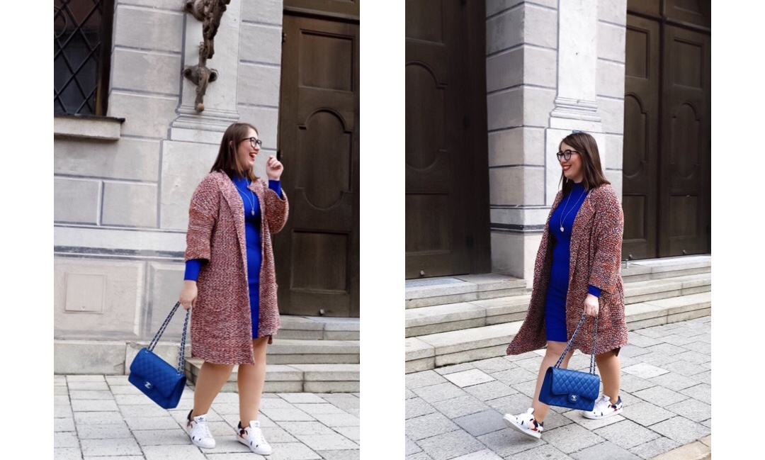 Trendfarbe-Kobaltblau-Strickkleid-kombiniert-Chanel-Timeless-Miss-Suzie-Loves