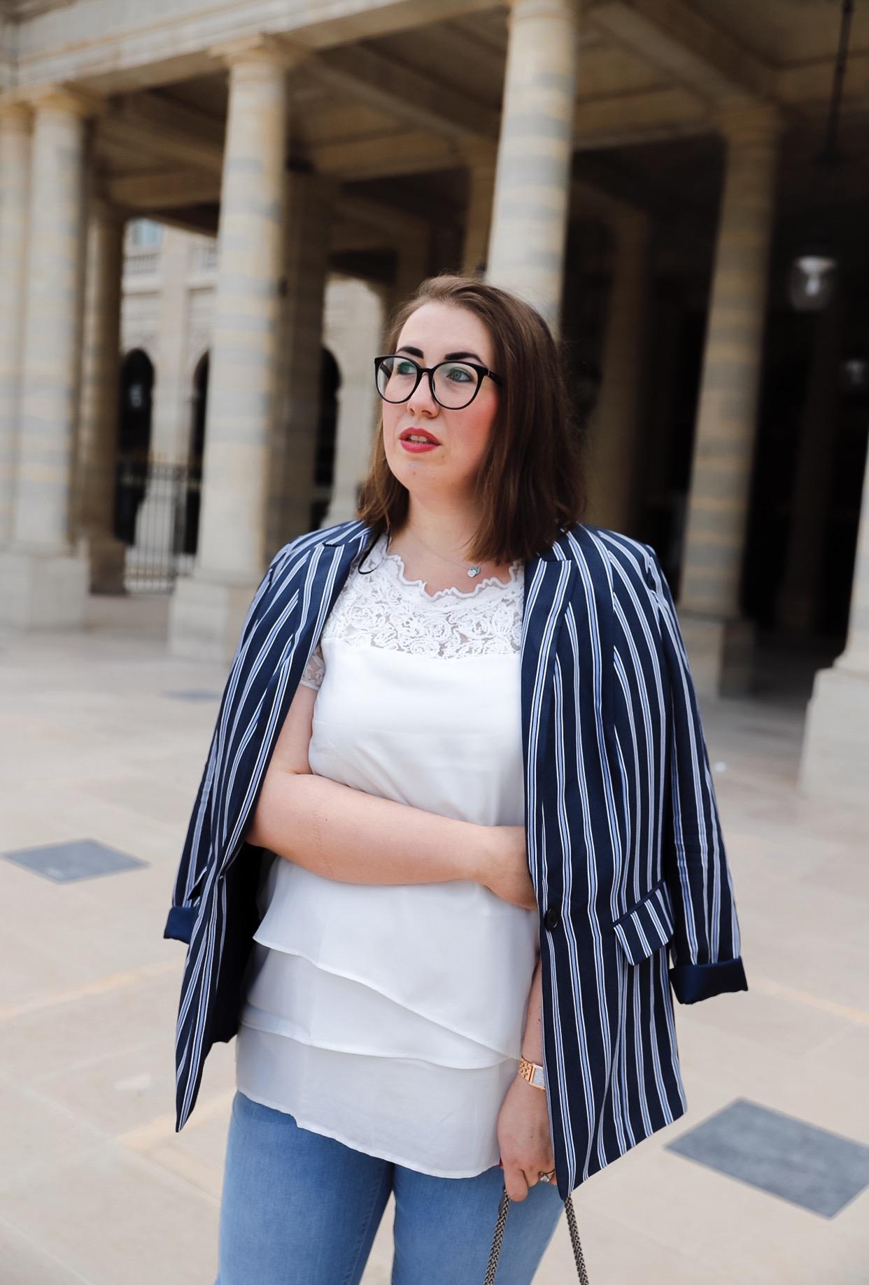 Samoon-Streifen-Blazer-kombineren-Palais-Royal-Paris-Fotoshooting-Sommerlook-Jeans-Miss-Suzie-Loves-Susanne-Heidebach
