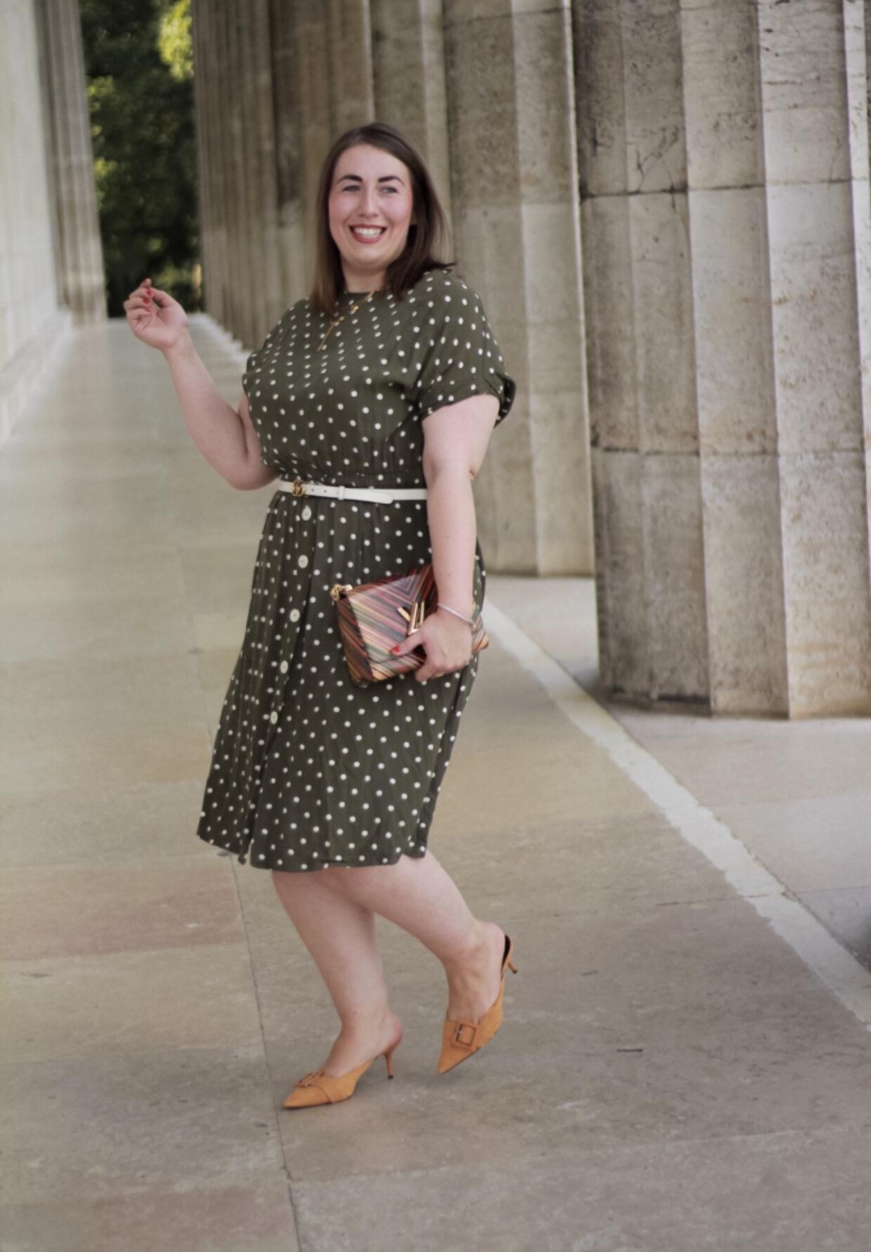 Bloggerparade-Polka-Dots-Miss-Suzie-Loves-Susanne-Heidebach-Walhalla-Regensburg-Violeta-Mango-Midikleid-dunkelgrün-Louis-Vuitton-Twist