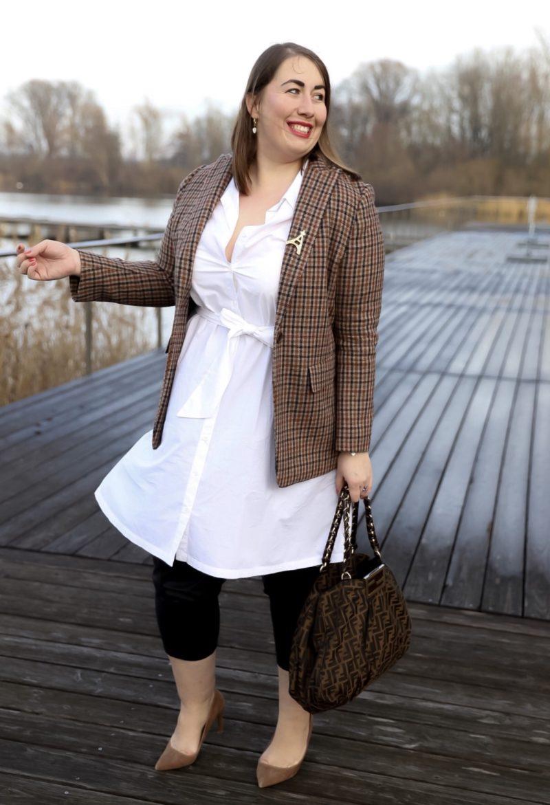Office-Outfit-Karoblazer-Blusenkleid-Lederhose-Miss-Suzie-Loves-Susanne-Heidebach