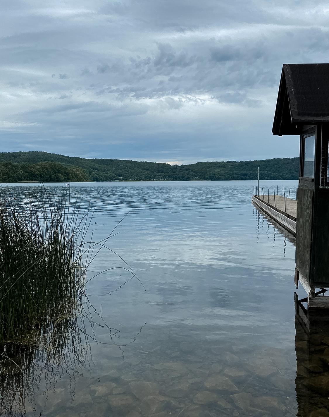 Urlaub-in-Deutschland-Miss-Suzie-Loves_Laacher-See-Maria-Laach