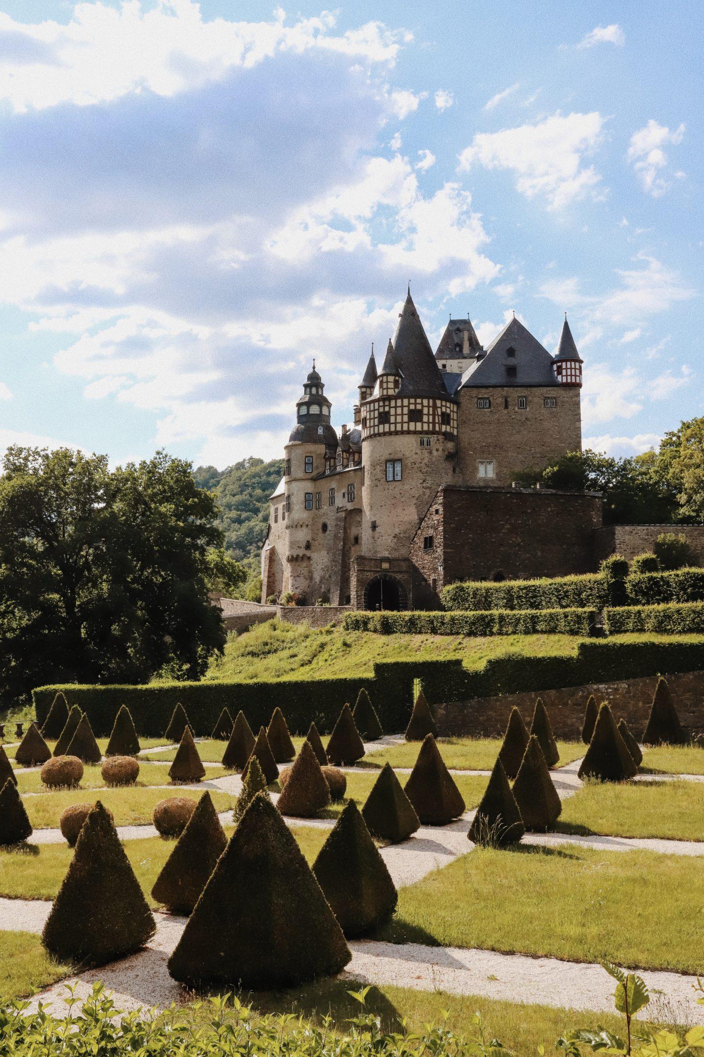 Urlaub-in-Deutschland-Miss-Suzie-Loves_Schloss-Bürresheim